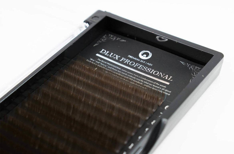 Популярный тренд – наращивание коричневых ресниц